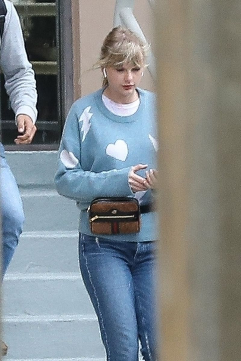 Taylor Swift Street Style , Heading to a Studio in Beverly