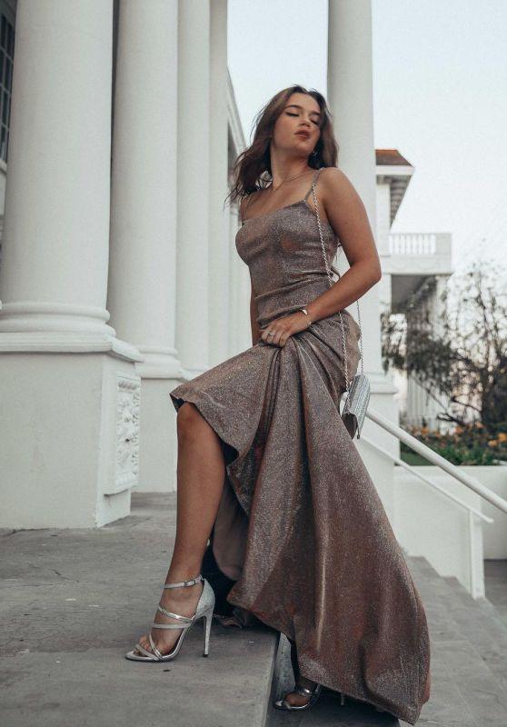 Alexis Jayde Burnett - Personal Pics 04/01/2019