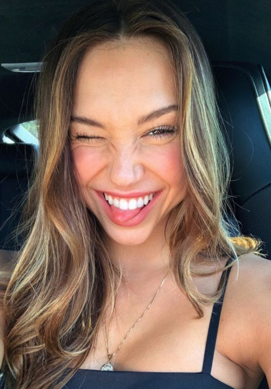 Alexis Ren - Personal Pic and Videos 04/12/2019