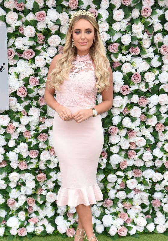 Amber Turner – Aintree Ladies Day at Aintree Racecourse in Liverpool 04/05/2019