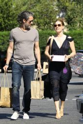 Amy Adams - Purchase Birthday Balloons and Cake at Bristol Farms in Beverly Hills 04/10/2019