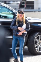 Anna Faris Street Style - Out in New York City 04/19/2019