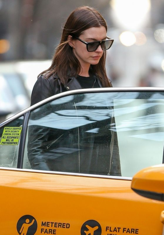 Anne Hathaway and Adam Shulman - Take a Cab in NYC 04/16/2019