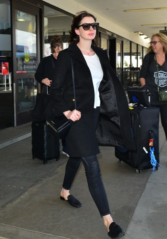 Anne Hathaway Casual Style 04/03/2019