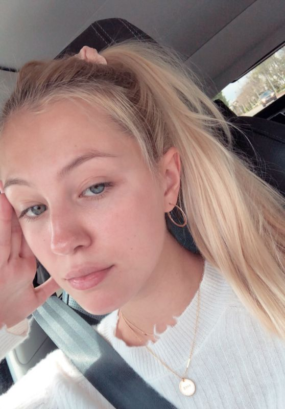 Ava Sambora - Personal Pics 04/08/2019