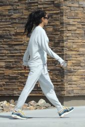 Chantel Jeffries - Stops for Burritos at Chipotle Mexican Grill in Palm Springs 04/15/2019