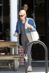 Dakota Fanning - Out With Her Mom in LA 04/23/2019