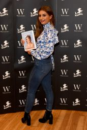 "Dani Dyer - ""What Would Dani Do"" Book Signing 04/08/2019"