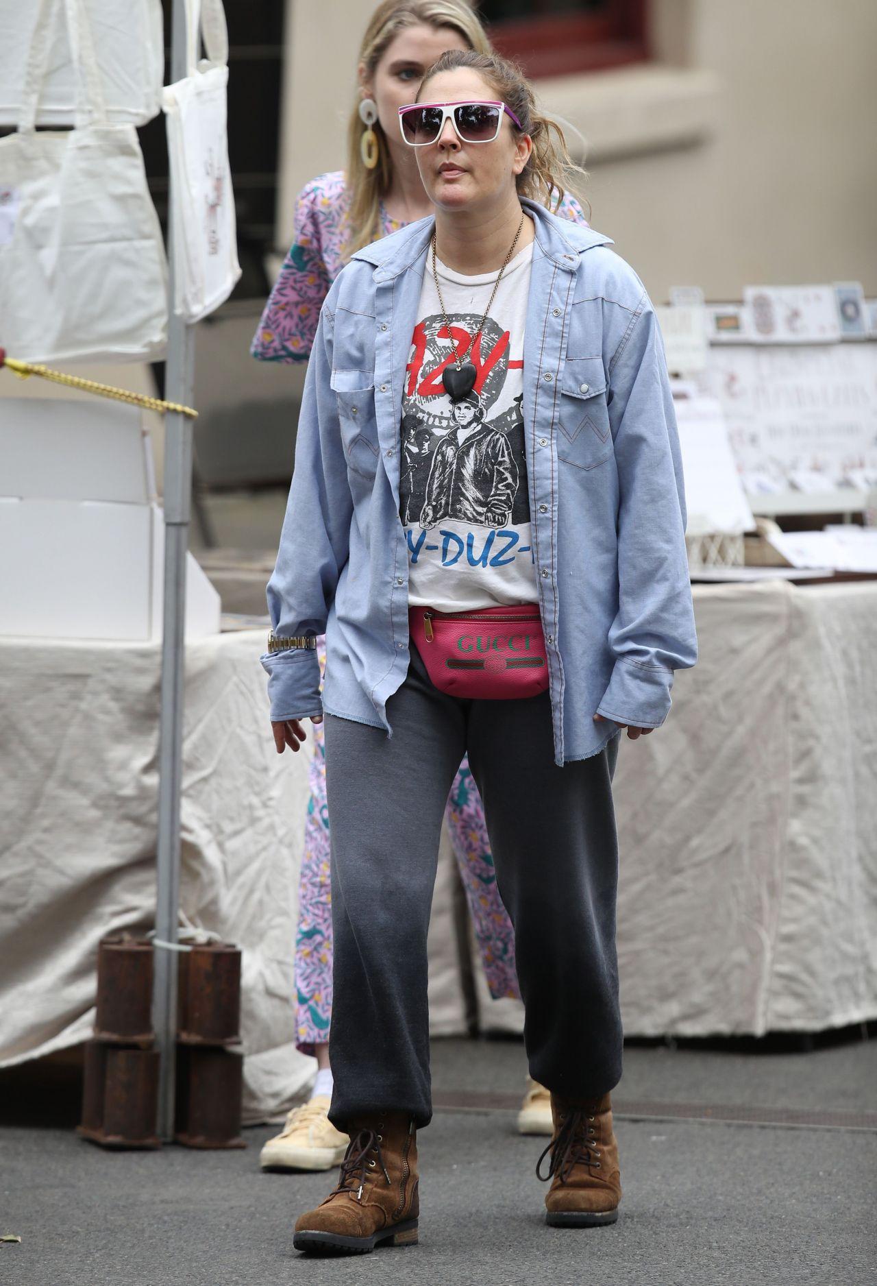 Drew Barrymore Street Style - Shopping in Sydney 04/12/2019