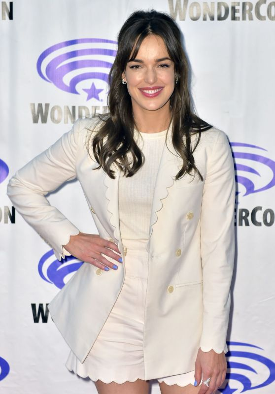 "Elizabeth Henstridge - ""Agents of S.H.I.E.L.D."" Press Line at WonderCon 2019"