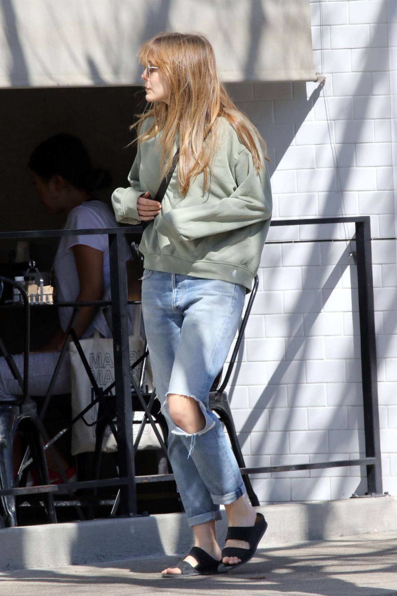Elizabeth Olsen Street Style 04 17 2019