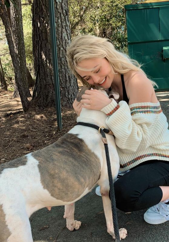 Emily Alyn Lind - Personal Pics 04/01/2019