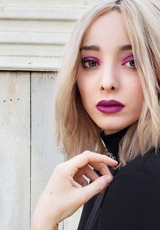 Emma Dumont - Personal Pics 04/03/2019
