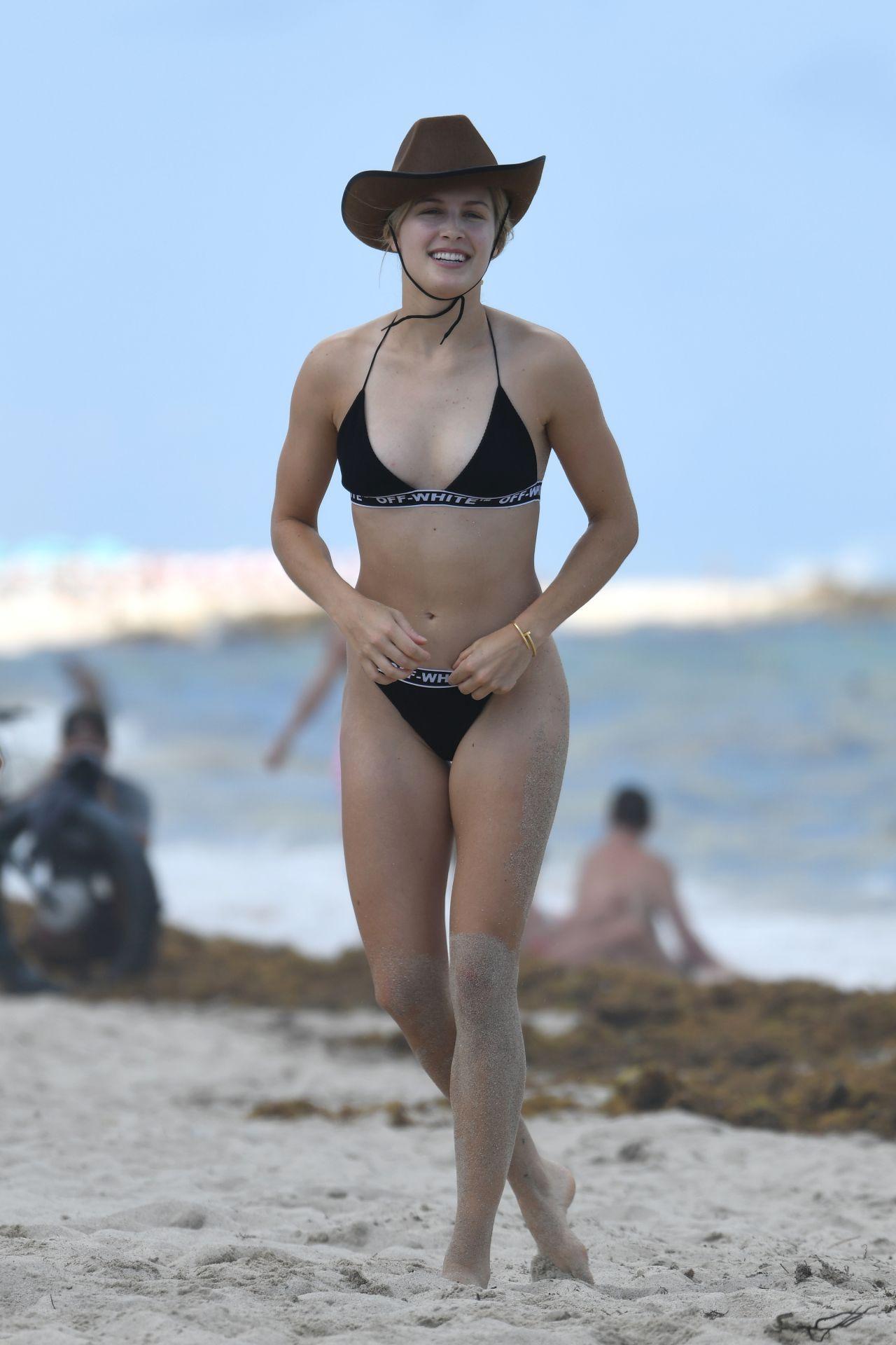 Eugenie Bouchard In Bikini On Miami Beach 04 12 2019