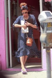 Eva Mendes Accidentally Dropping a Glass Bottle - Los Angeles 04/26/2019