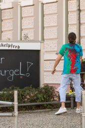 Heidi Klum - Leaves Schaukelpferd Restaurant in Berlin 04/20/2019