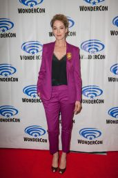 "Jenna Elfman - ""Fear the Walking Dead"" Photocall at Wondercon 2019"