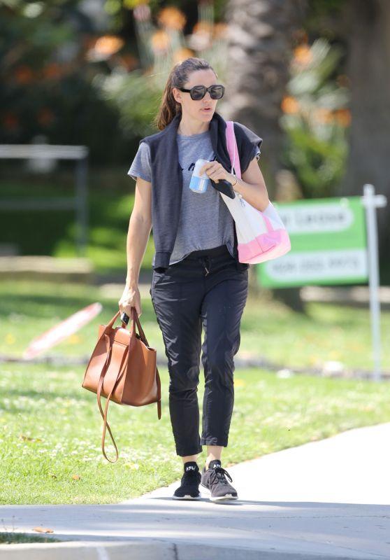 Jennifer Garner - Heading to the Gym 04/22/2019