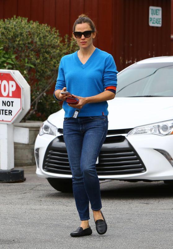 Jennifer Garner Street Style 04/15/2019