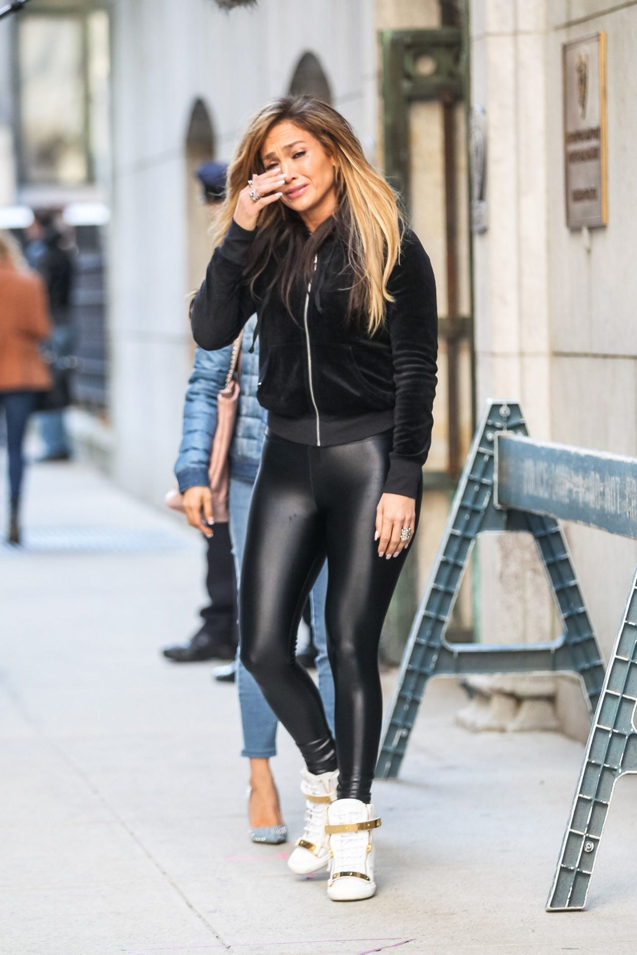 "Jennifer Lopez - ""Hustlers"" Set in New York City 04/01/2019"