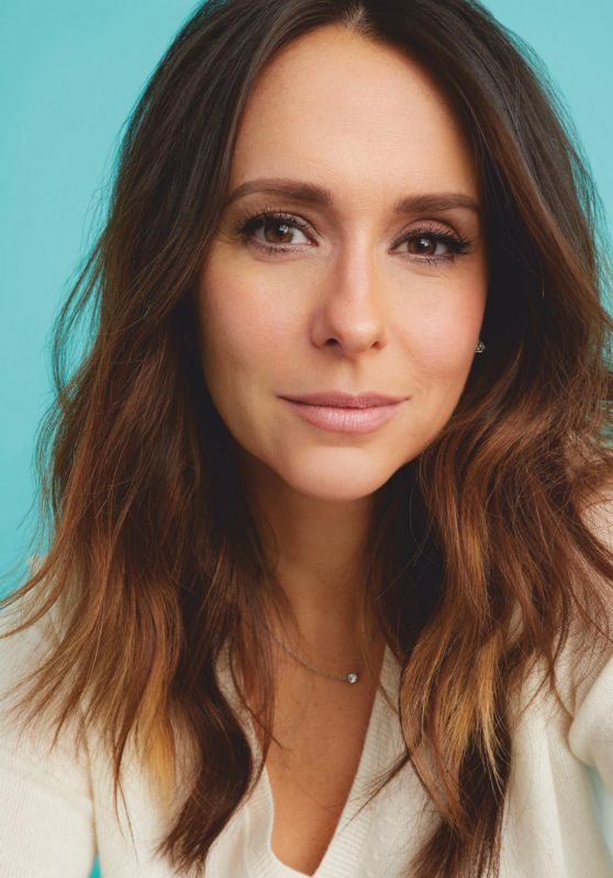 Jennifer Love Hewitt - Working Mother Magazine April 2019