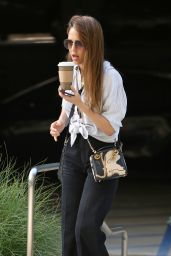Jessica Alba Chats on the Phone in Santa Monica 04/23/2019