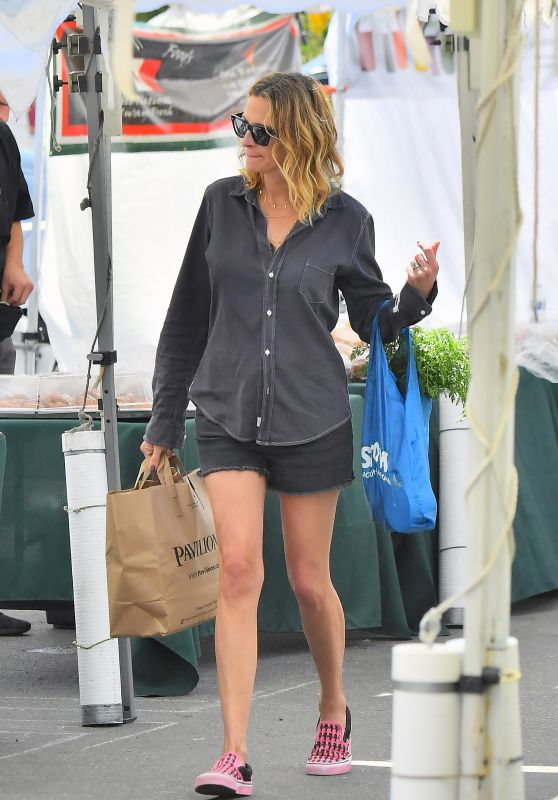 Julia Roberts Leggy in Shorts 04/08/2019