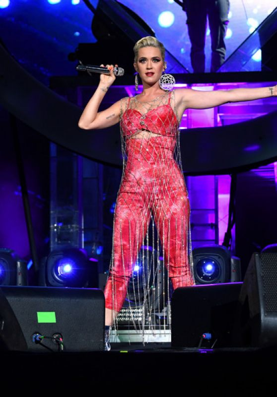 Katy Perry Performs at the Coachella in Indio 04/14/2019