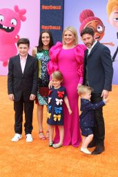 "Kelly Clarkson – ""UglyDolls"" World Premiere in LA"