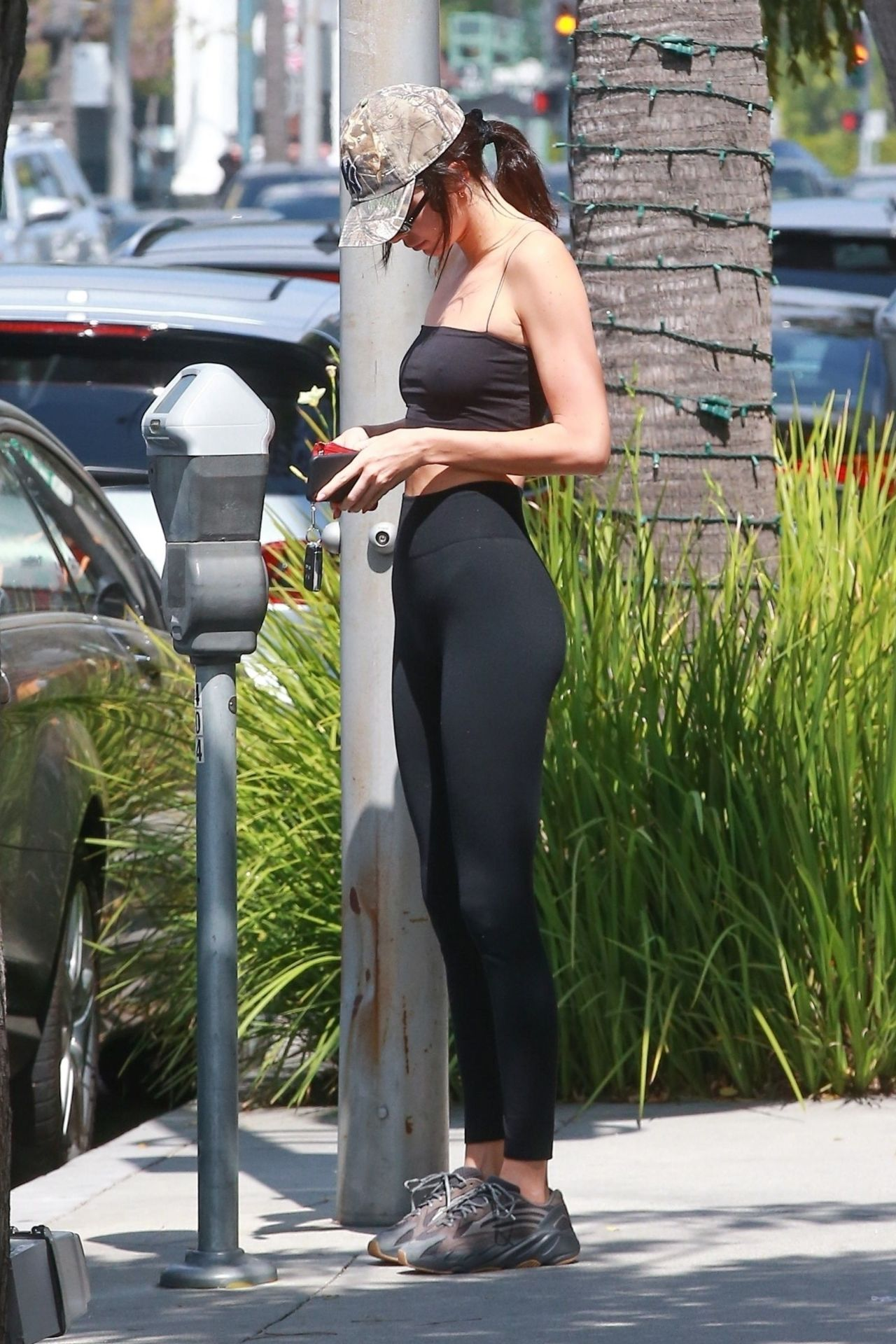 Kendall Jenner In Tights Cheesecake Factory In Beverly