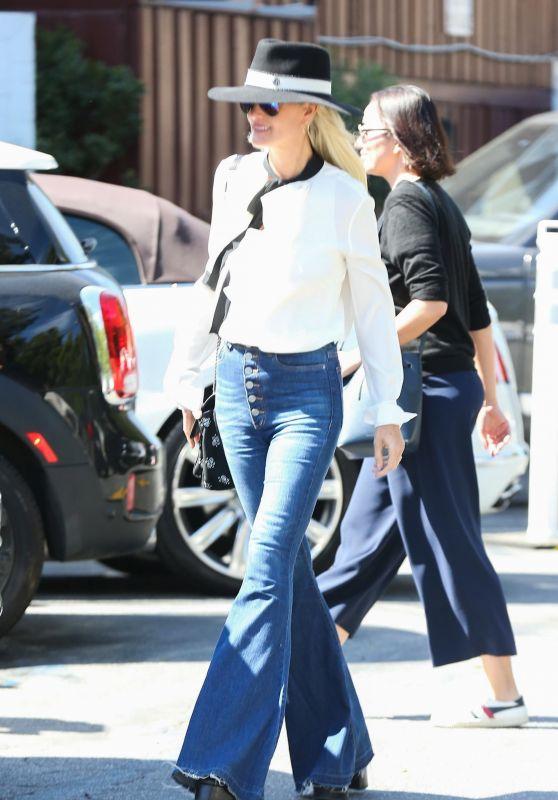 Laeticia Hallyday Street Style 04/06/2019