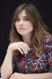 """Linda Cardellini - """"Dead To Me"""" Press Conference Portraits in Hollywood"""