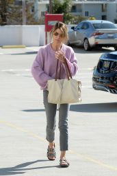 Lori Loughlin - Out in LA 04/10/2019