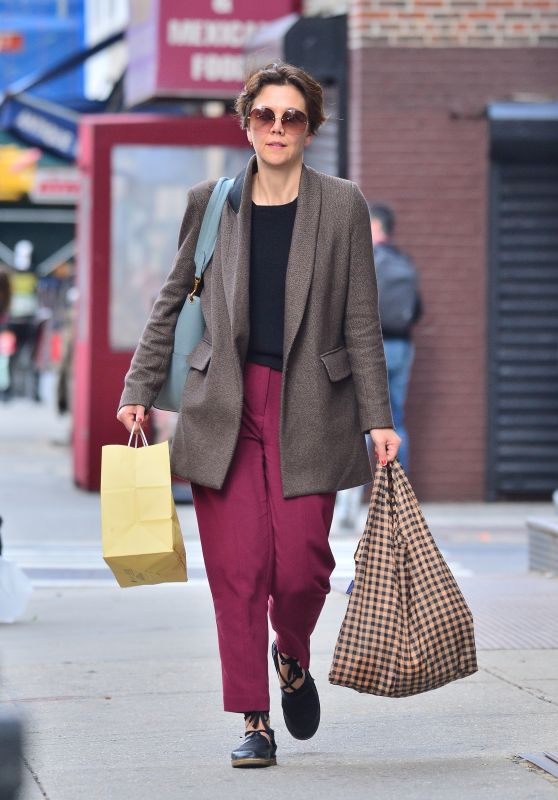 Maggie Gyllenhaal Casual Style - New York, April 2019