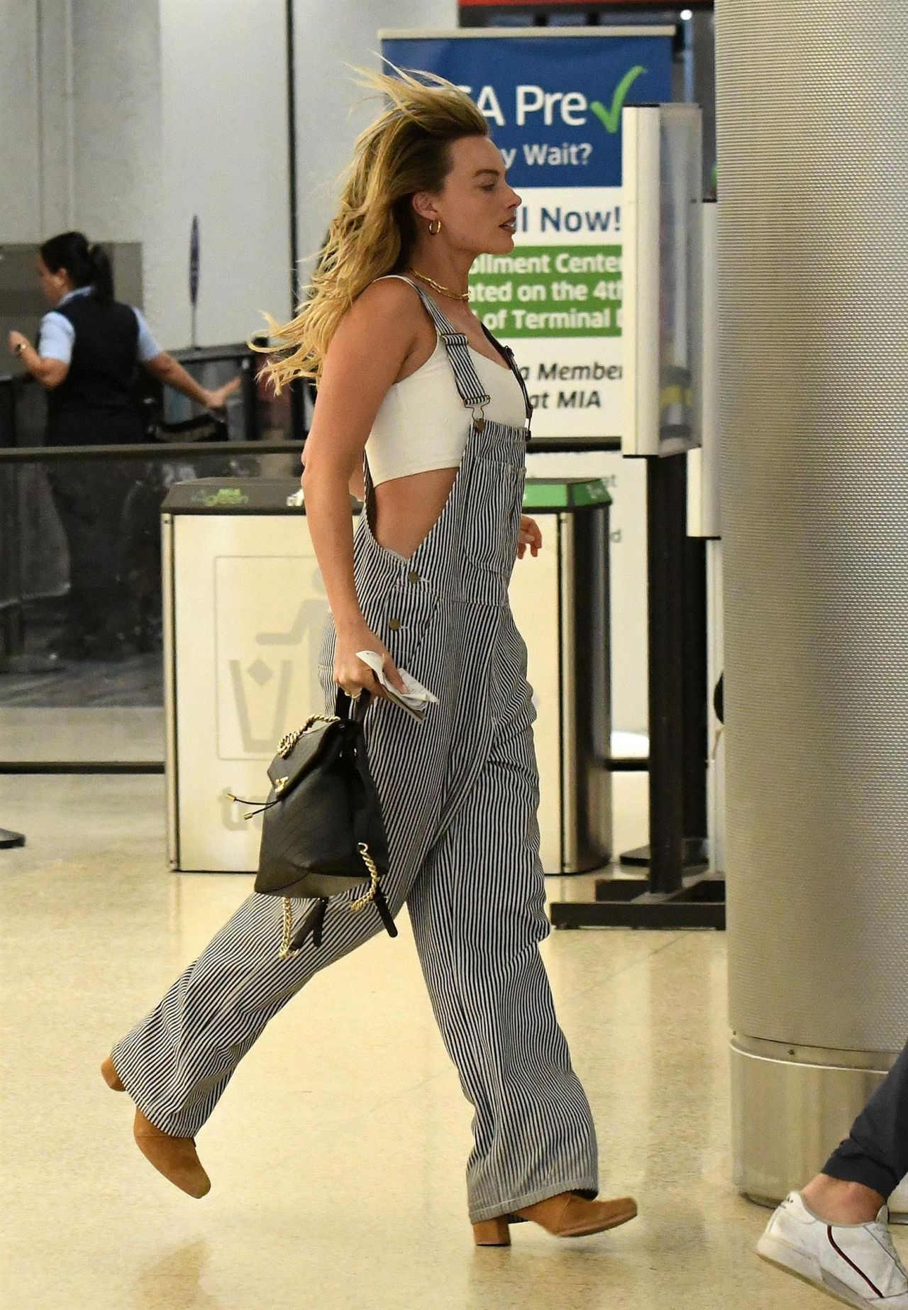 Margot Robbie Miami Airport 04 27 2019