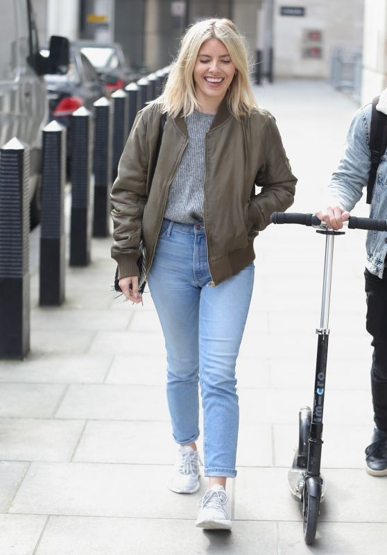 Mollie King Street Style - London 04/13/2019