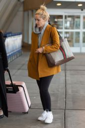 Rose Byrne - Arrives at JFK Airport in NYC 03/30/2019