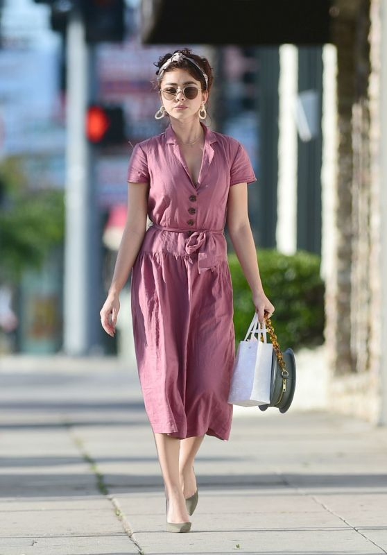 Sarah Hyland - Out in Los Angeles 04/16/2019