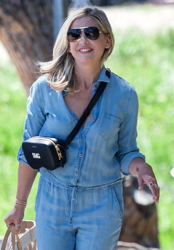 Sarah Michelle Gellar Street Style - Out in Los Angeles 04/13/2019