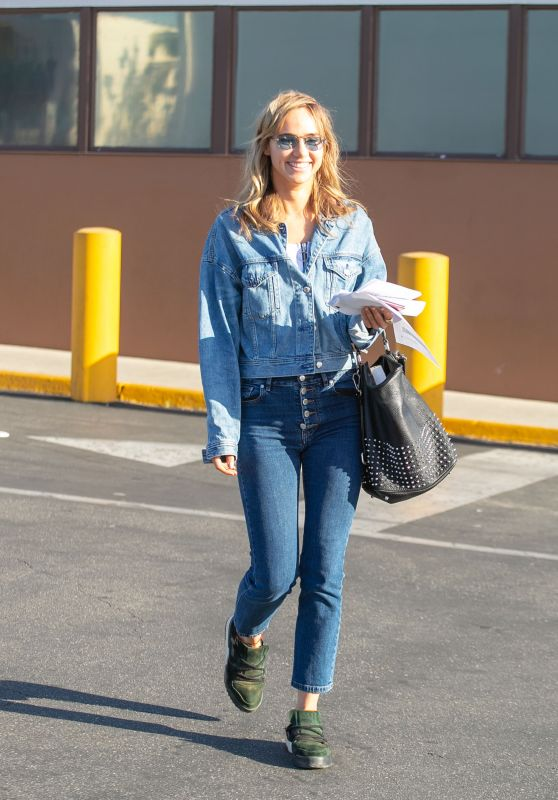 Suki Waterhouse - Out in Los Angeles 04/17/2019