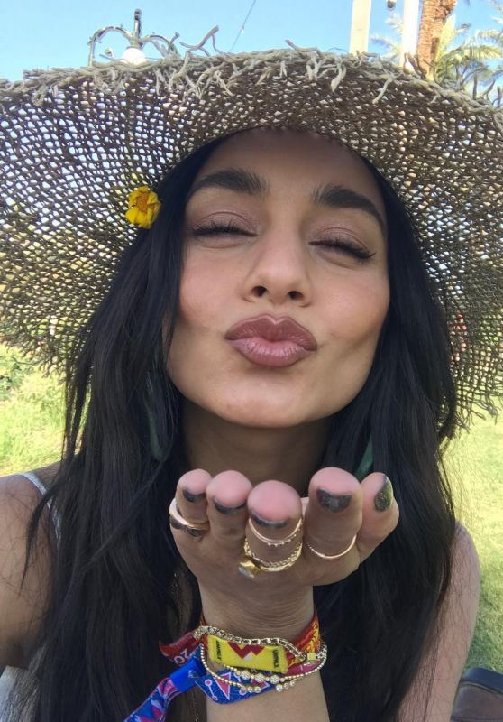 Vanessa Hudgens - Personal Pic 04/17/2019