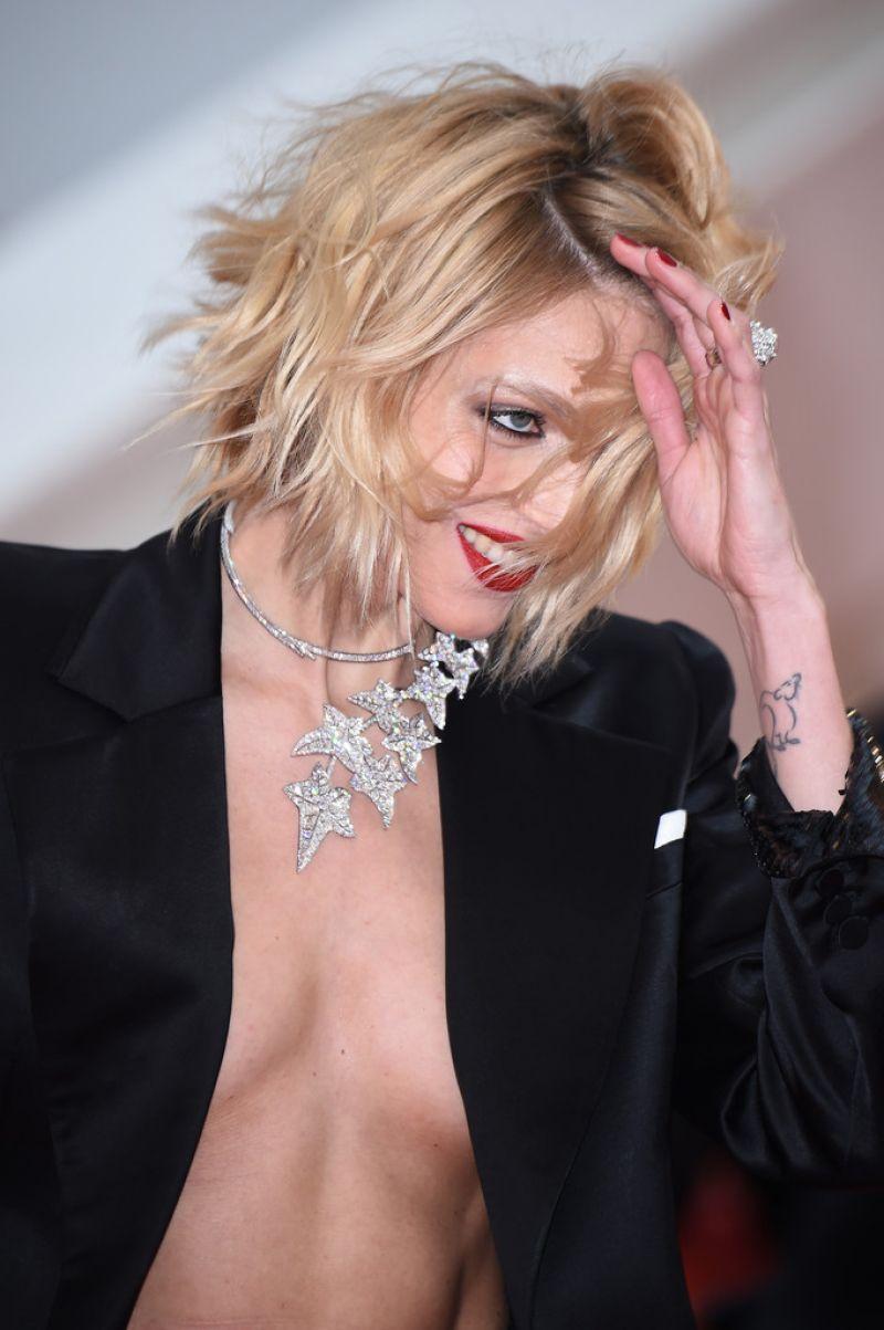 Anja Rubik Dolor Y Gloria Red Carpet At Cannes Film
