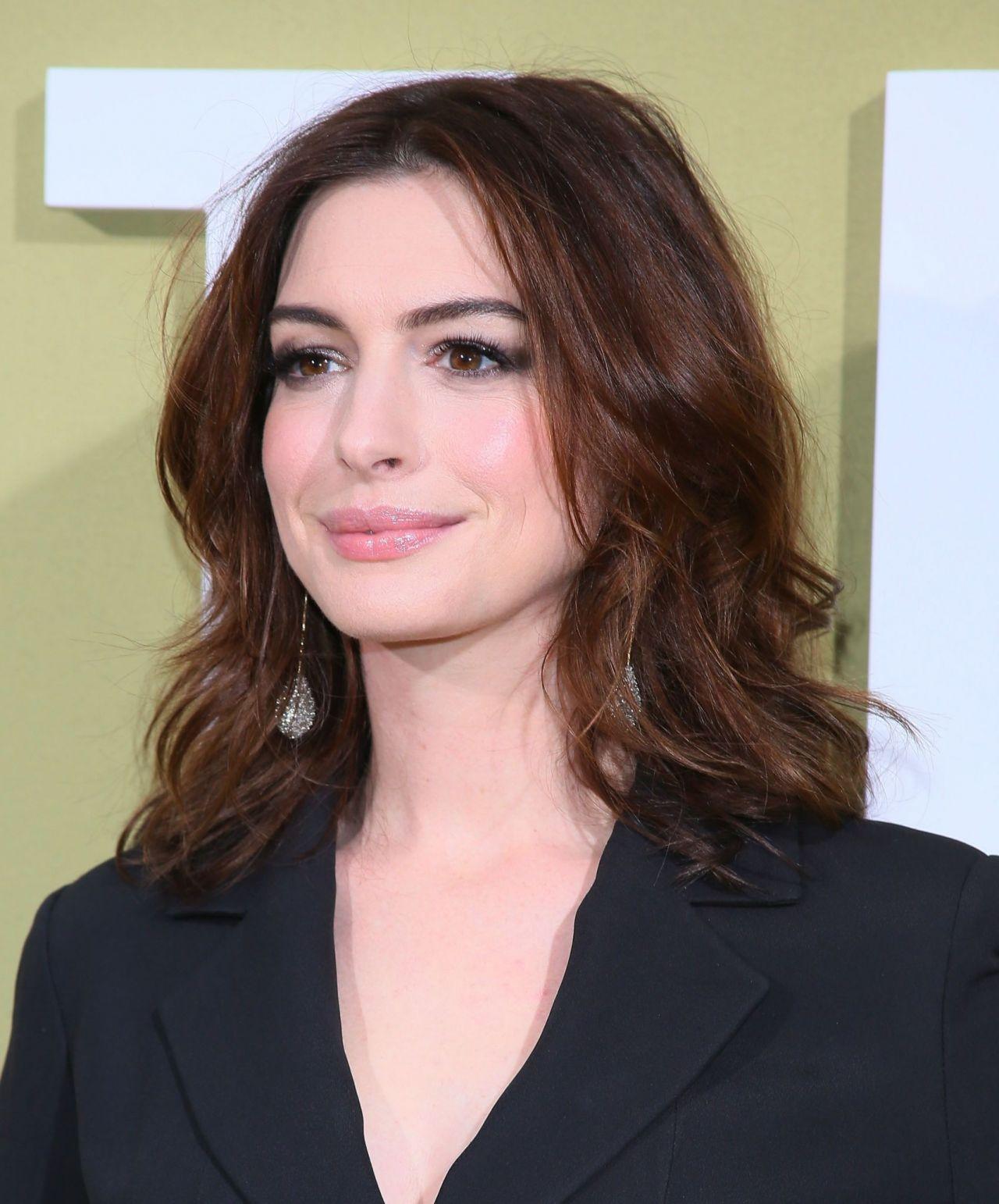 "Anne Hathaway Movie 2019: ""The Hustle"" Premiere In LA"