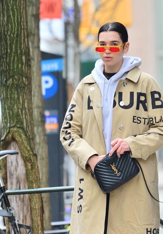 Dua Lipa Street Style 04/30/2019