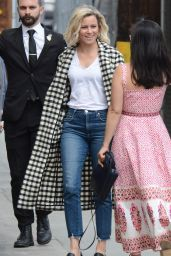 Elizabeth Banks - Arriving at Jimmy Kimmel Live! in Hollywood 05/21/2019