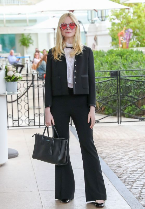 Elle Fanning Chic Outfit - Martinez Hotelin Cannes 05/24/2019
