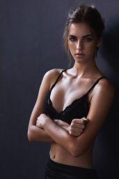Emily Feld in Bikini 05/17/2019