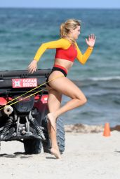 Eugenie Bouchard - Works Out on the Beach in Miami Beach 05/18/2019