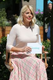 Holly Willoughby - Filming Outside ITV Studios in London 05/14/2019