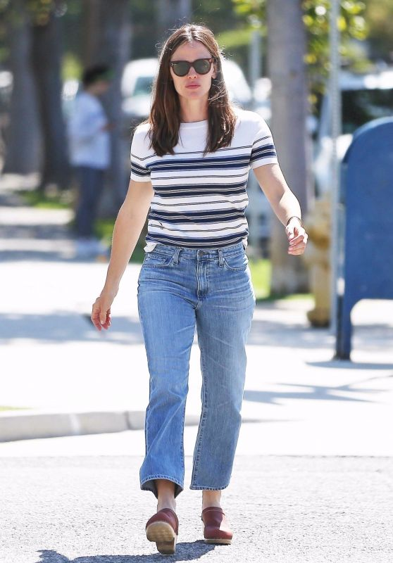Jennifer Garner Street Style 04/30/2019